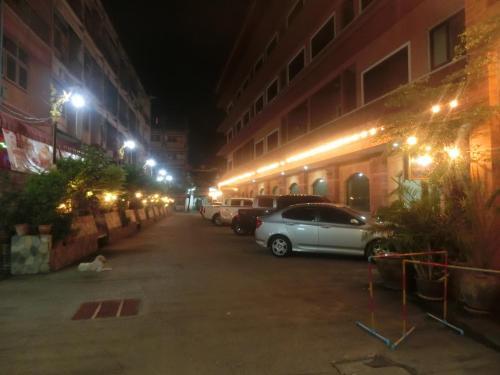 Ayutthaya Thenee Hotel photo 24