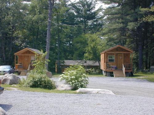 Lake George Escape 24 Ft. Cabin 3