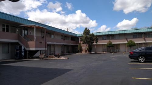 HotelTraveler's Uptown Motel