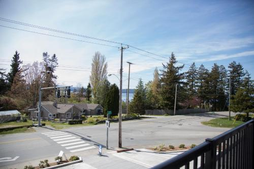 Pacific Point Market And Suites - Powell River, BC V8A 1E3