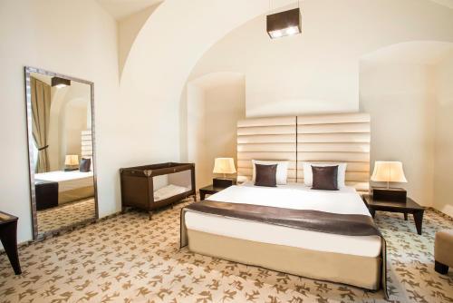 Buda Castle Fashion Hotel - 15 of 37