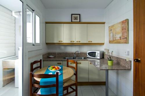 Magi Beach Apartment photo 27
