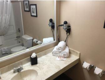 Days Inn & Suites Sellersburg Photo
