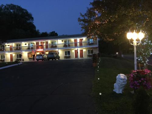 Cozy Corner Motel Photo