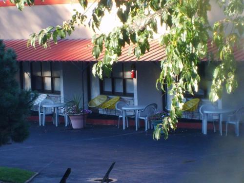 Capricorn Motel Royale 1000 Islands Photo