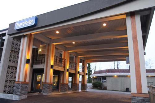 Travelodge By Wyndham Vancouver Lions Gate - North Vancouver, BC V7P 1V7