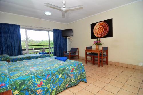 Coral Motel & Apartments Photo