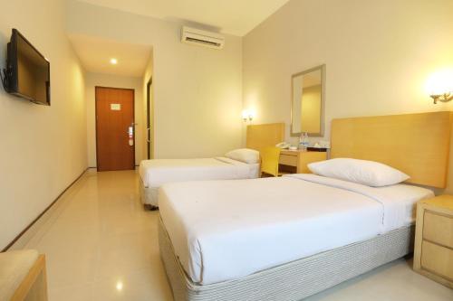 Triniti Hotel Batam photo 14