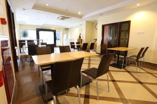 Triniti Hotel Batam photo 15