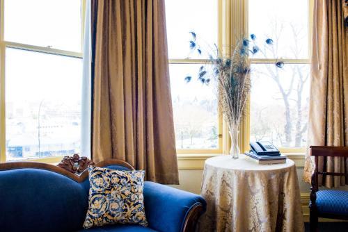 Pendray Inn And Tea House - Victoria, BC V8V 1X2