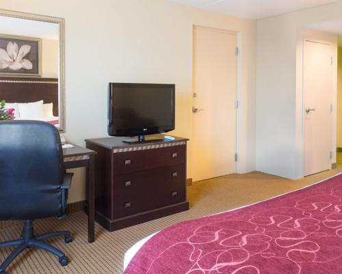Comfort Suites Fredericksburg North Photo