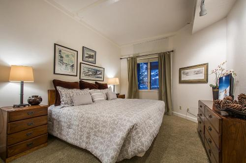 2 Bedroom Slopeside Deer Valley Photo