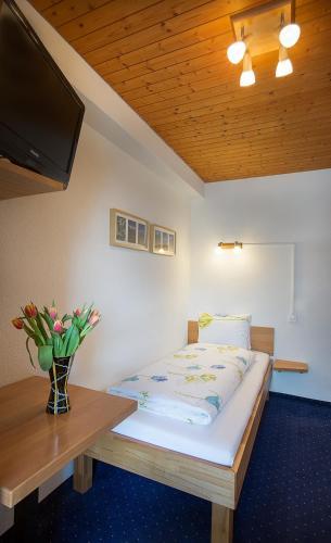 Hotel Alpina In Mürren Switzerland Reviews Price From - Hotel alpina murren switzerland