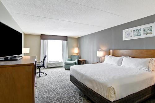 Holiday Inn Express & Suites Oshawa Downtown - Toronto Area - Oshawa, ON L1G 4S3