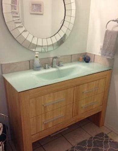 3 Bedroom House In Calgary - Calgary, AB T2Y 3N7