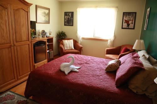 A Garden Stroll Bed & Breakfast - Stratford, ON N5A 3A2