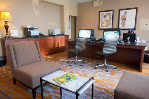 DoubleTree by Hilton Midland Plaza Photo