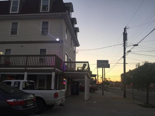 Wildwood Inn Photo