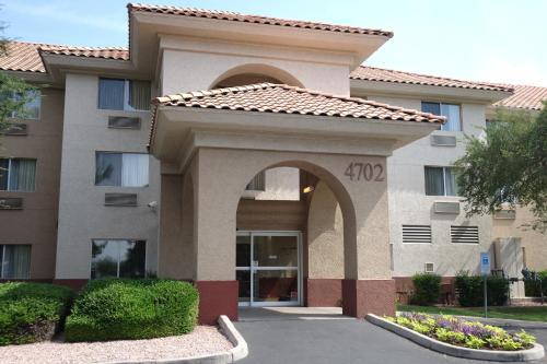 Country Inn & Suites by Radisson, Phoenix Airport, AZ Photo