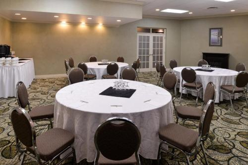 Best Western Plus Mariposa Inn & Conference Centre - Orillia, ON L3V 6J3
