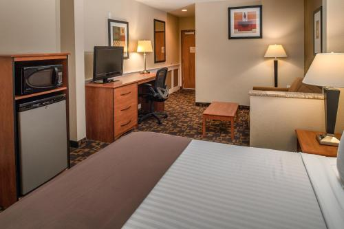 Red Lion Inn & Suites Kennewick Convention Center - Kennewick, WA 99336