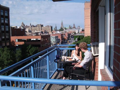 Byward Blue Inn - Ottawa, ON K1N 5P7