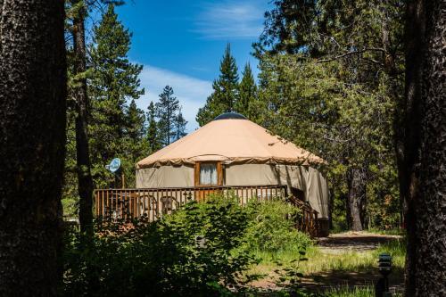 Bend-sunriver Camping Resort 24 Ft. Yurt 16