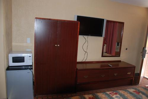 Mount Laurel Motel - Hazleton, PA 18201