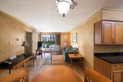 Sunset Inn And Suites - Vancouver, BC V6E 1P4