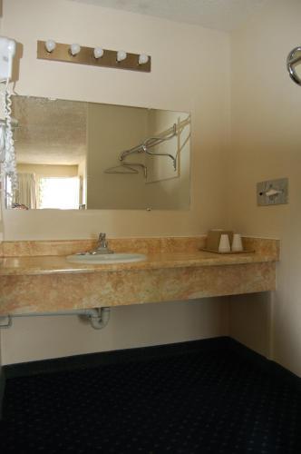 Western Inn Lakewood - Lakewood, WA 98499
