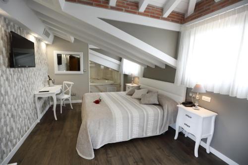 Suite con bañera de hidromasaje Hotel Spa San Marcos 5