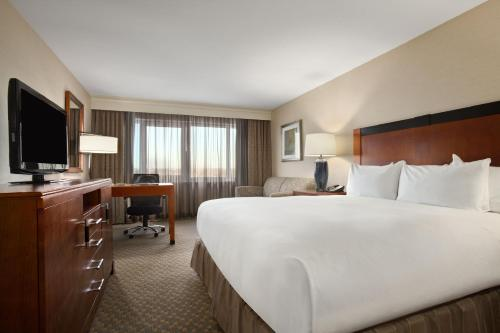 Hilton New York JFK Airport Hotel Photo
