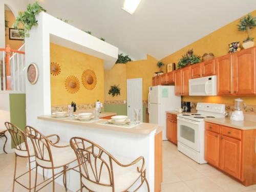 Villa 7757 Basnett Windsor Hills Photo