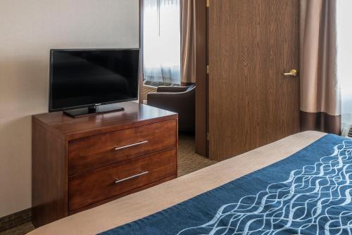 Comfort Inn Tacoma - Tacoma, WA 98444
