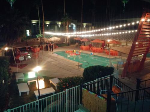 Aloha Hotel Palm Springs Photo