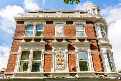 170 Shepherd's Bush Road, Hammersmith, London W6 7PB, England.
