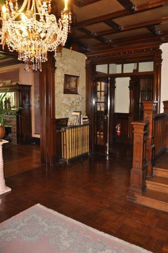 Henderson Castle Inn Photo