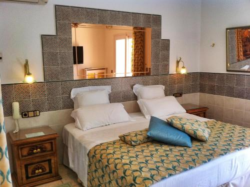 Standard Double or Twin Room with Sea View - single occupancy Vistabella 3