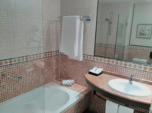 King Double Room Hotel Nuevo Portil Golf 19