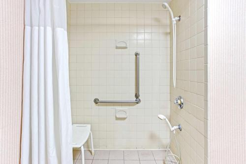 Baymont Inn and Suites - Murfreesboro Photo