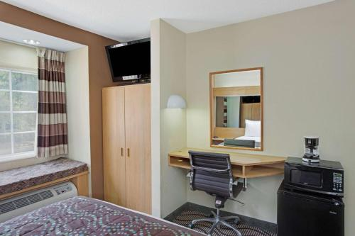 Microtel Inn by Wyndham University Place Photo