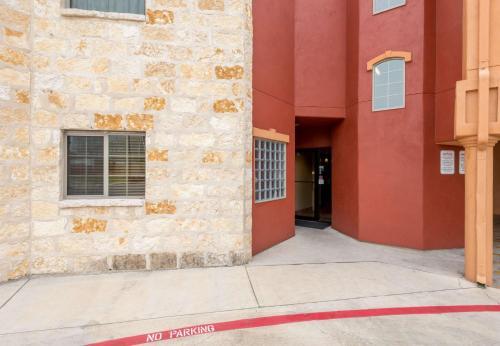 La Hacienda Inn - San Antonio, TX 78205