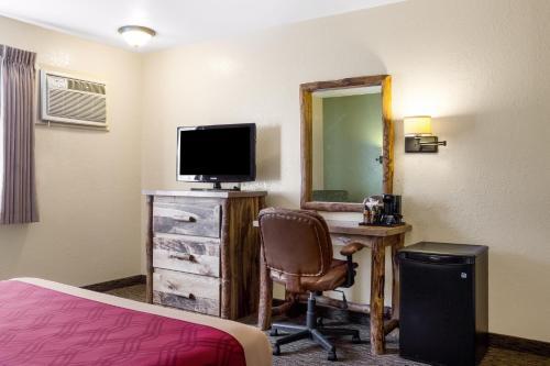 Econo Lodge Custer - Custer, SD 57730