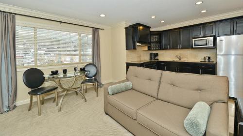 Prestige Lakeside Resort - Nelson, BC V1L 6G3