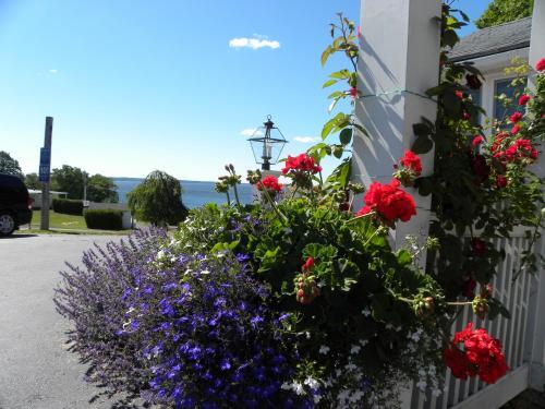 Colonial Gables Oceanfront Village - Belfast, ME 04915