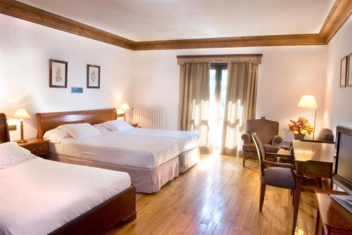 Double Room with Extra Bed Hotel Yoy Tredòs 4