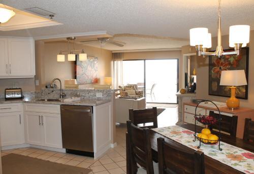 Beach Palms 404 Apartment