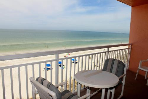 Chateaux 403 Apartment - Indian Rocks Beach, FL 33785