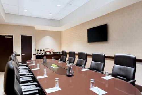 Embassy Suites by Hilton Boston/Waltham Photo