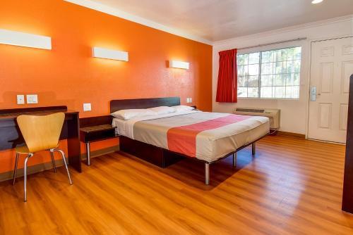 Motel 6 Garden Grove Photo